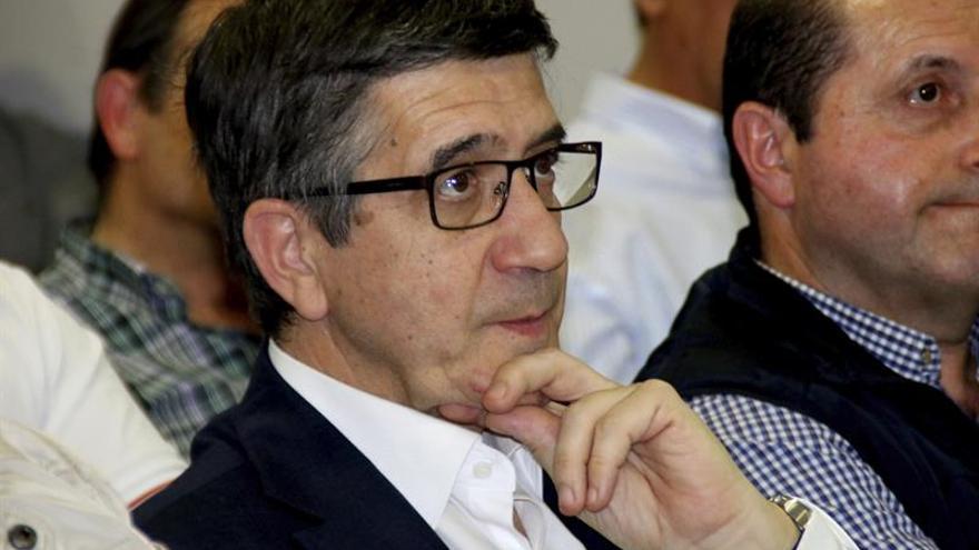 """Patxi López dice que los problemas del PSOE son de """"división y definición"""""""