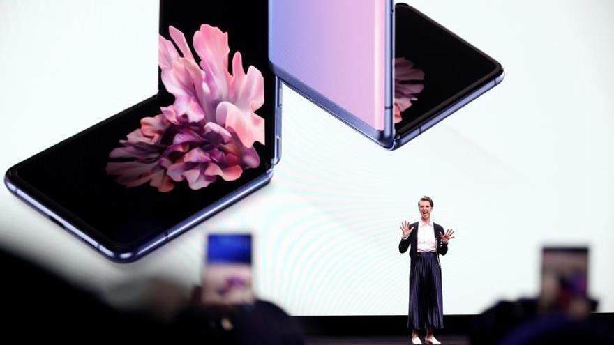 Samsung presenta el Galaxy Z Flip, el primer móvil con pantalla de vidrio plegable