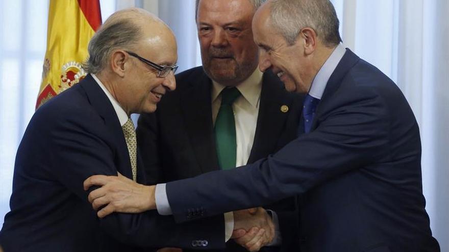Gobiernos central y vasco llevan clima de consenso a nuevas ventajas fiscales