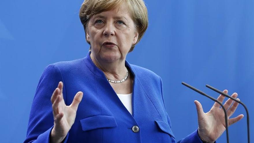 """Merkel apuesta por armonizar el impuesto sociedades con Francia como """"ejemplo"""""""