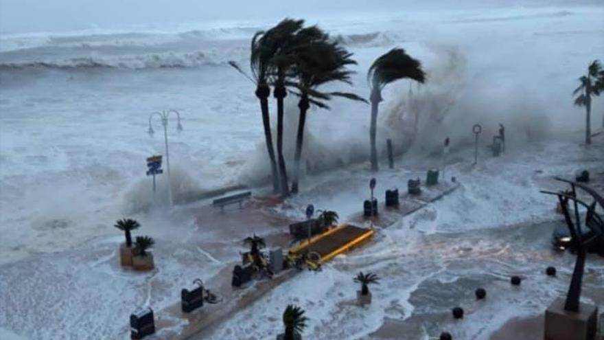 El agua y el viento inundaron la primera línea marítima