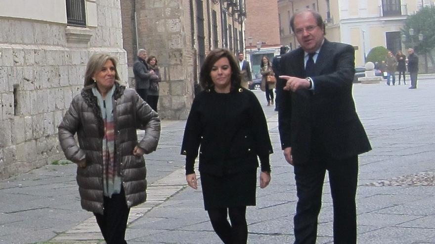 """Sáenz de Santamaría destaca la """"máxima cooperación"""" ofrecida por España pero no aclara si incrementará efectivos"""