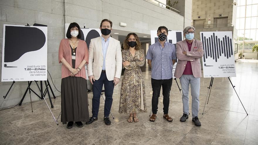 La compositora residente, Claudia Moreno, Ramón Tebar, Gloria Tello, el autor del cartel, Diego Mir y Vicent Ros.