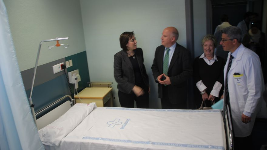 La consejera de Sanidad, Encarna Guillén, visita el Hospital del Rosell