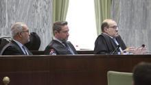 Alba y sus abogados durante la quinta sesión del juicio.