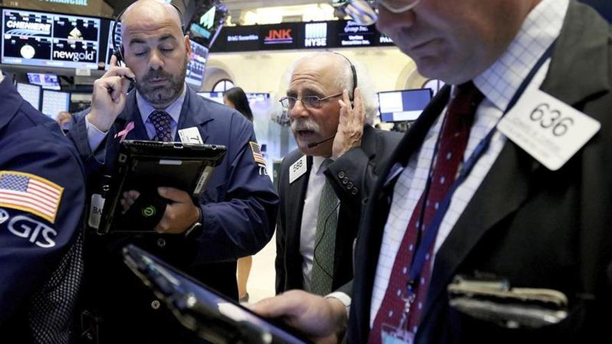 Wall Street llega mixto a media sesión con un descenso del 0,19 % en el Dow Jones