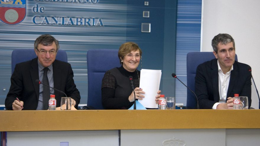 Julián Pérez Gil, director gerente del Servicio Cántabro de Salud; María Luisa Real, consejera de Sanidad y Eduardo Miñambres, coordinador autonómico de trasplantes.