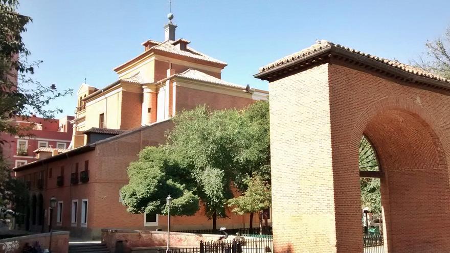 Imagen de la Iglesia de las Maravillas, vista desde el Dos de Mayo | SOMOS MALASAÑA