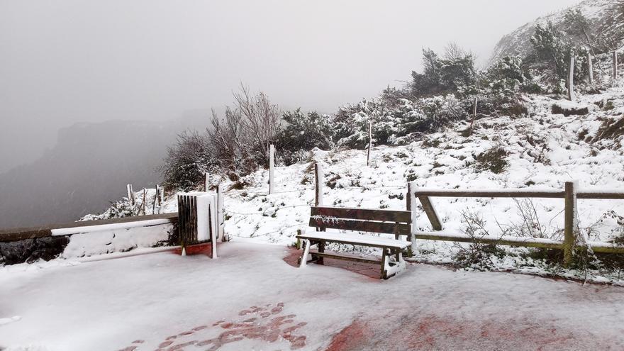 Se mantiene el aviso por nieve este sábado y se activa por heladas este sábado y domingo