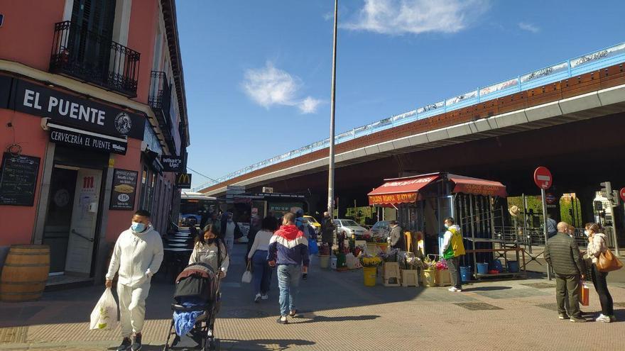 El puente por el que discurre la M-30 y que separa Vallecas de Retiro. Madrid.