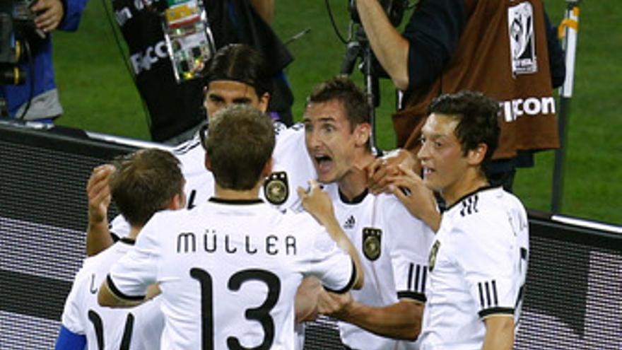 Alemania deslumbra en su debut