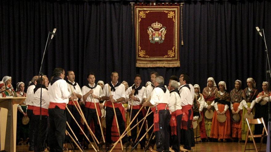 Unos 200 artistas se subirán al escenario en la 19 Gala del Folclore Cántabro