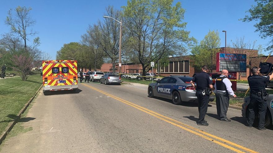 Un estudiante muere en un enfrentamiento con la Policía en un instituto en EE.UU.