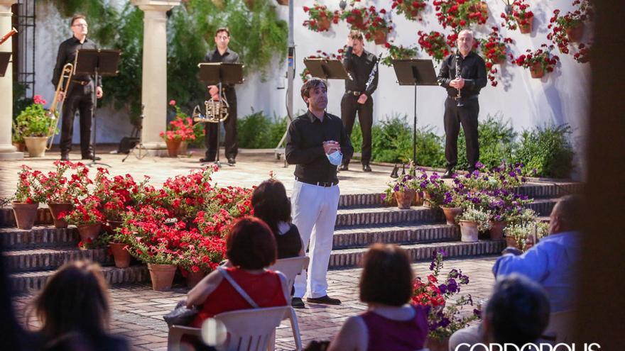 El director Carlos Domínguez Nieto en el regreso de la Orquesta de Córdoba | ÁLEX GALLEGOS