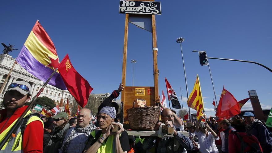 Algunas de las exigencias de los manifestantes durante las marchas / Olmo Calvo
