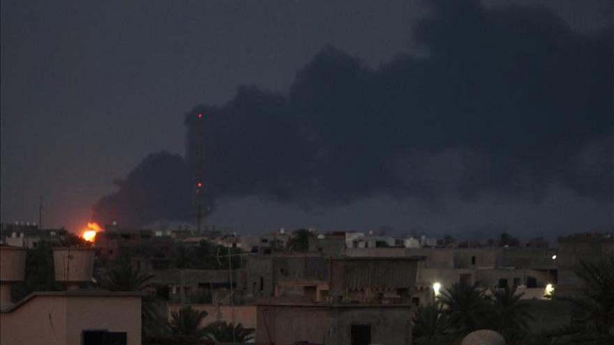 """El Gobierno libio declara Bengasi """"zona catastrófica"""" por los combates"""