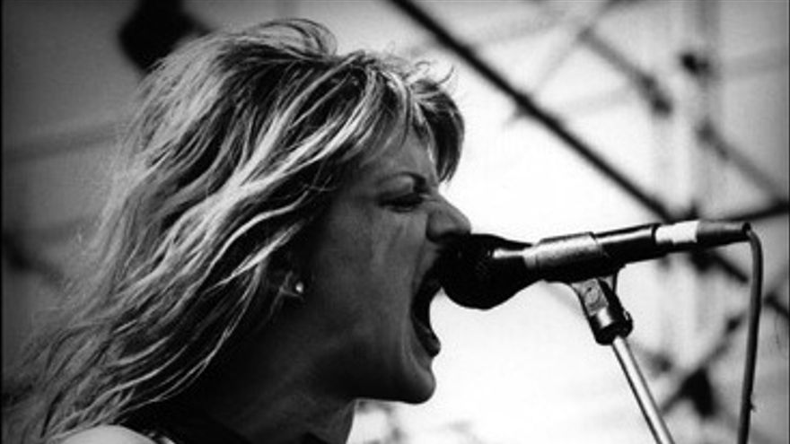 Courtney Love en una actuación de sus conciertos