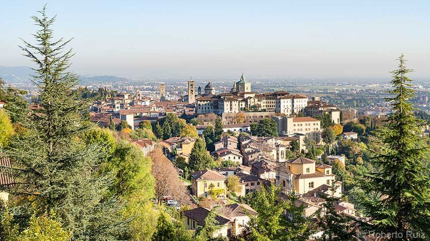 Las vistas de Bérgamo desde Castillo de San Vigilio en la città piu alta, Italia