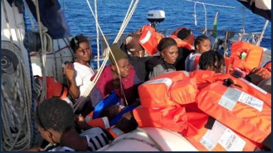 ONG italiana rescata a 54 inmigrantes y pide un puerto seguro inmediatamente