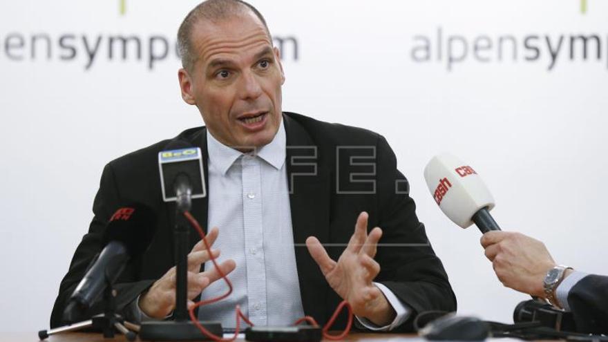 Varufakis vuelve a la política griega decidido a dar nuevamente guerra a la troika