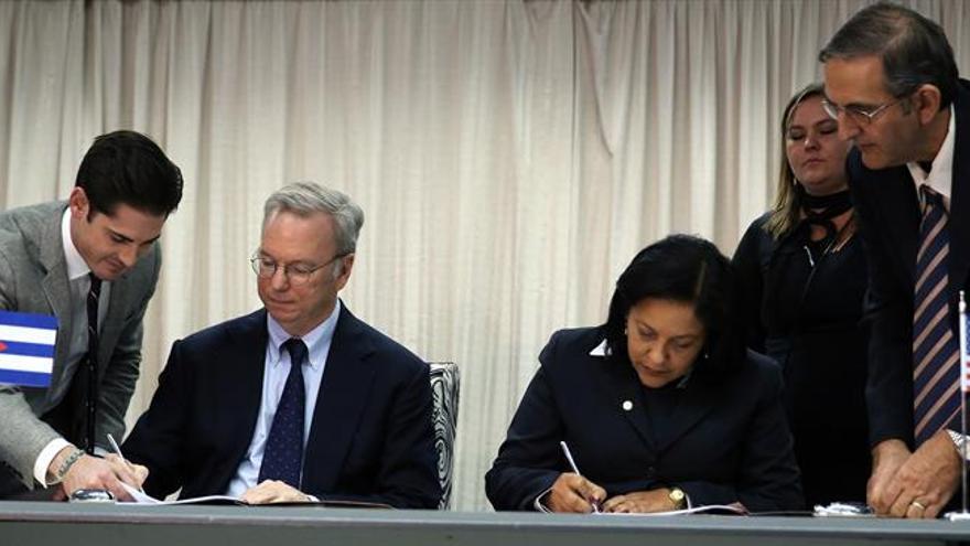 Cuba y Google firman un acuerdo para mejorar tímidamente la conexión en la isla