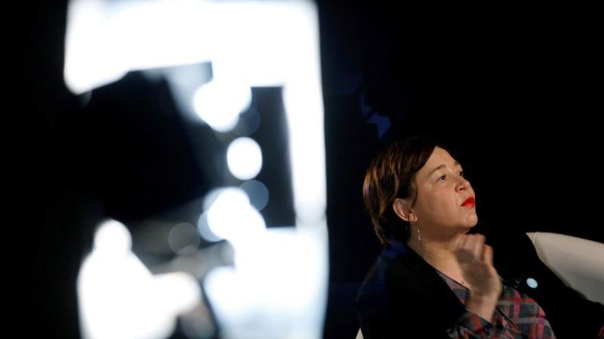 """Maribel López,directora de ARCO, la feria de arte más importante de España que levanta el telón el próximo miércoles, en una entrevista con Efe, promete mayor presencia de mujeres artistas, muchas obras con contenido político y la """"misma energía"""" que la anterior edición, que fue un éxito de público y ventas."""