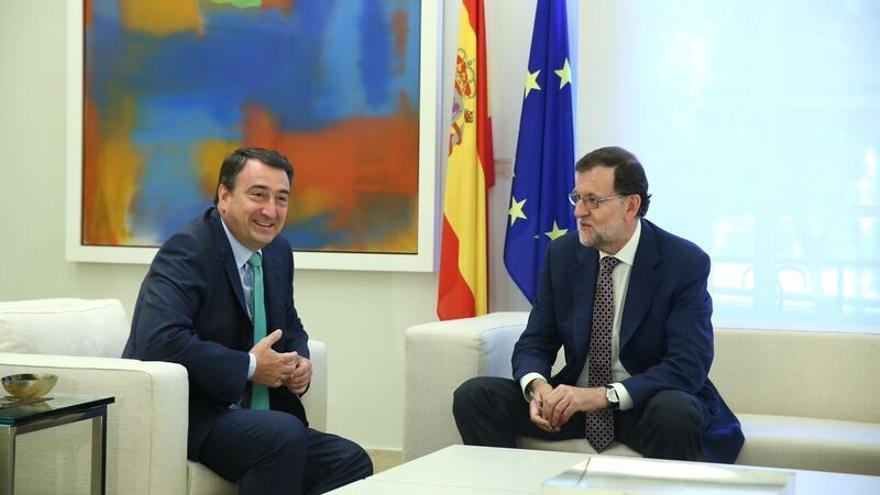 Mariano Rajoy y Aitor Esteban, portavoz parlamentario del PNV