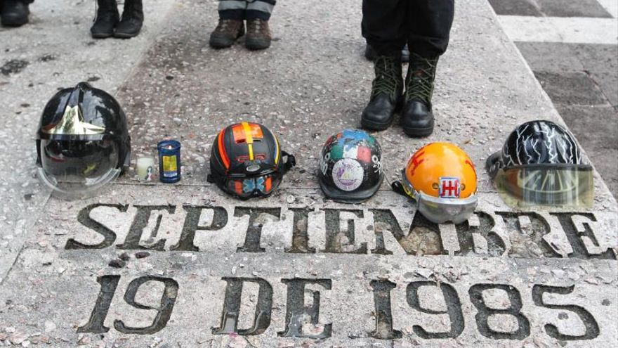 México recuerda conmovido los seísmos de 1985 y 2017 con un macrosimulacro