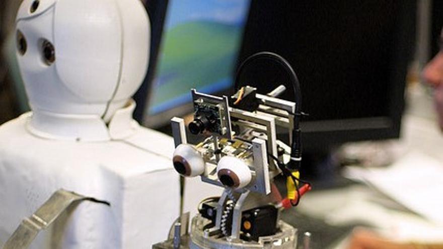 Chris Csikszentmihalyi diseña robots para denunciar injusticias sociales