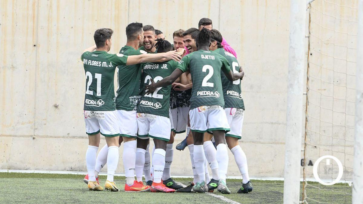 Los jugadores del Córdoba celebran un gol en Tamaraceite