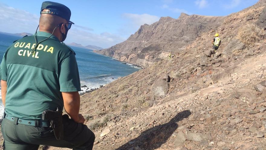 Rescatada una familia que quedó atrapada en un precipicio en el Risco de Famara