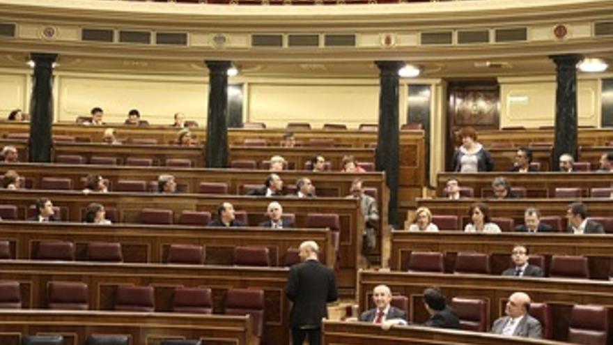 Escaños Vacíos En El Pleno Del Congreso