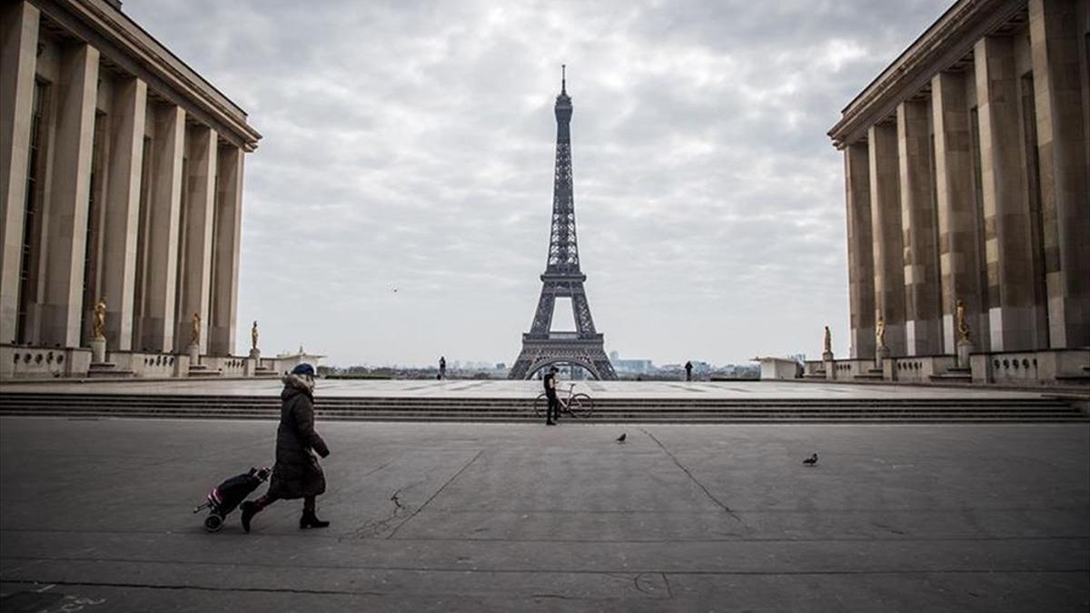 """Unas 200.000 personas ya habrían solicitado la inyección de refuerzo, disponible """"seis meses"""" después de la segunda, según el ministro de Salud francés."""