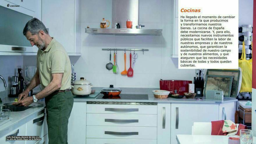Julio Rodríguez, en el catálogo de Podemos inspirado en Ikea