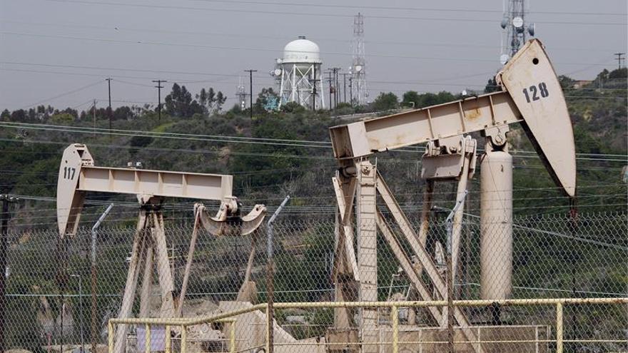 El petróleo de Texas abre con un alza del 0,35 por ciento hasta los 49,21 dólares