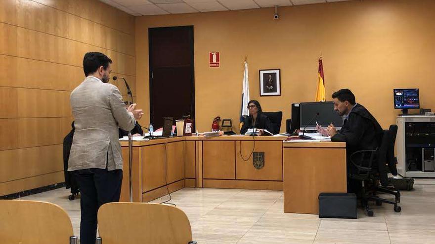 El exalcalde de Puerto de la Cruz durante su declaración en el juicio.