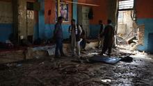 """Un entrenador de lucha libre reabre su gimnasio en Afganistán tras un ataque de ISIS: """"El tatami está lleno de sangre"""""""
