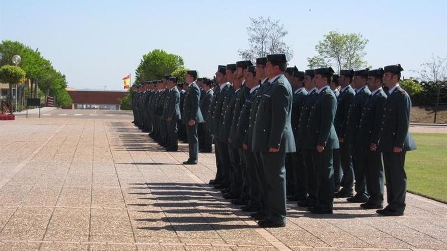 La dirección de la Guardia Civil asegura que el 67% de las condecoraciones de 2016 fueron para la escala básica
