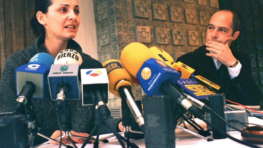 Nevenka Fernández presenta su dimisón en 2001 tras querellarse contra Ismael Álvarez / EFE