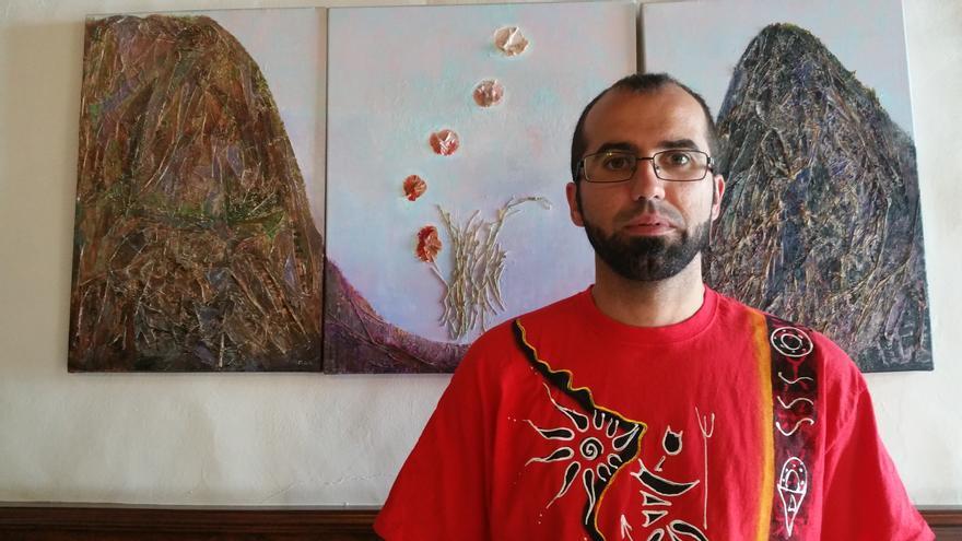Alejandro Hernández es el impulsor de la muestra. Foto: LUZ RODRÍGUEZ.
