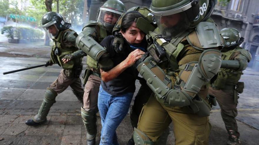 """La Policía de Chile """"acotará"""" el uso de escopetas antidisturbios en las protestas"""