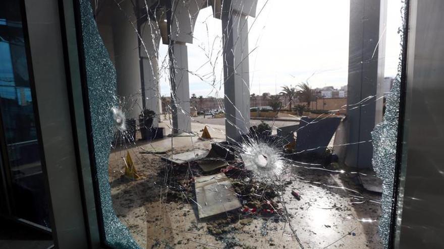 Tres muertos y decenas de heridos en un atentado en el centro de Libia