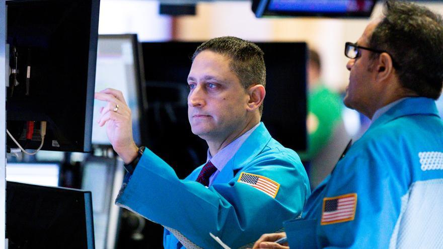 Wall Street cierra en rojo y el Dow Jones baja 0,94 % tras el testimonio de Powell