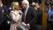 McCain afirma que Hillary Clinton sería presidenta si elecciones fuesen ahora