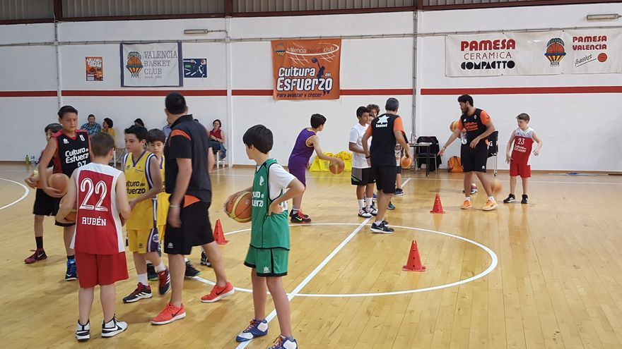 València Basket organitza jornades de portes obertes per a xics i xiques nascuts entre els anys 2005 i 2008.