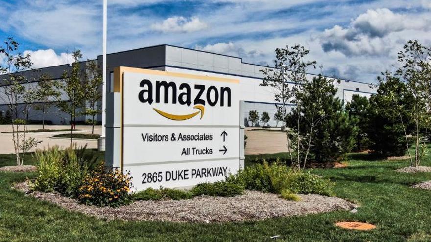 Amazon cambió algoritmos para promocionar los productos más rentables, según el WSJ