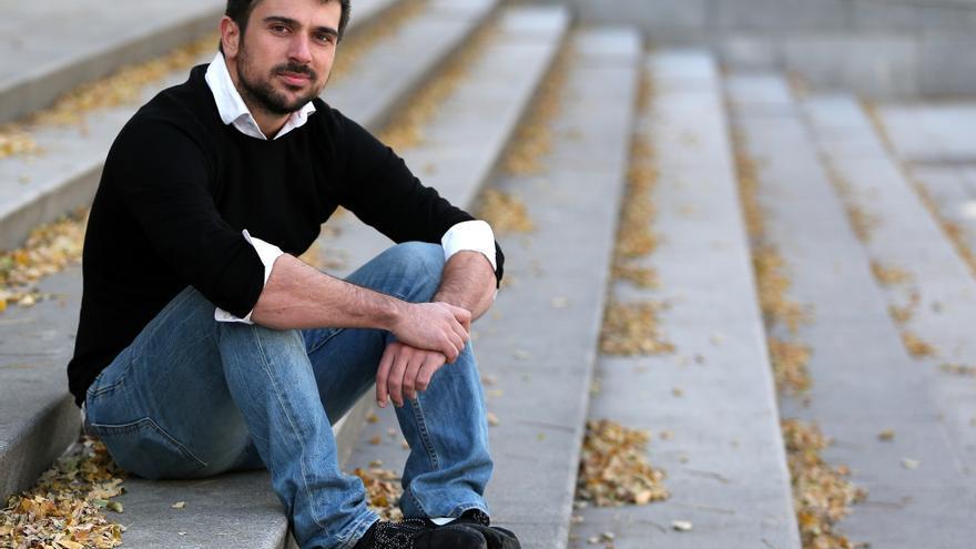 Ramón Espinar, en el exterior del centro deportivo municipal Daoiz y Velarde, en Madrid.