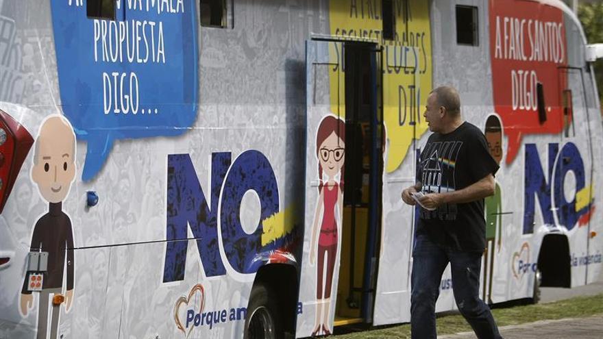 """El autobús del """"no"""" en el plebiscito intensifica su marcha en Medellín"""