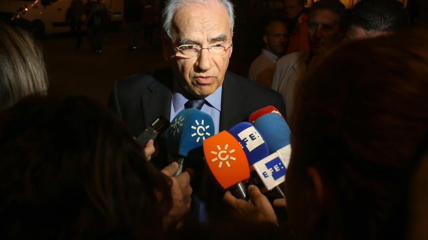 Alfonso Guerra avisa a PSC y PSOE de que los españoles no perdonarían que impidieran un pacto de gobierno con PP y C's