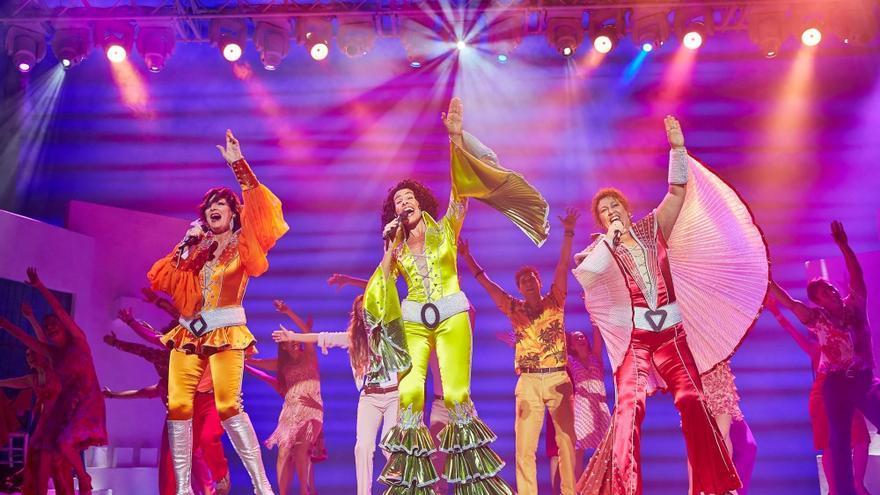 Las actrices de 'Mamma Mía', interpretando 'Dancing queen'